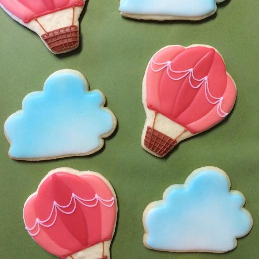 Hot Air Balloon and Cloud Cookies / © Dallas Bakes! 2015
