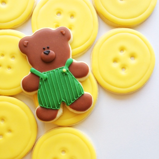 Corduroy Bear and Button Cookies / © Dallas Bakes! 2015