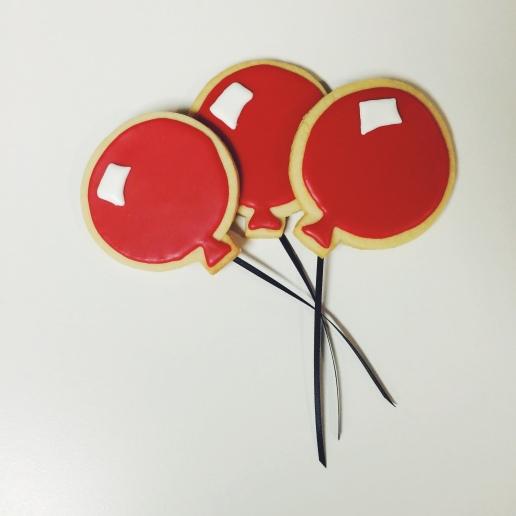 Red Balloon Cookies / © Dallas Bakes! 2014